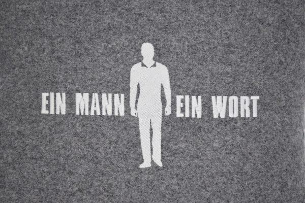 Ein Mann Ein Wort Kissen